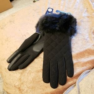 Isotoner S/M Smart Touch Black Quilted Faux Fur Tm